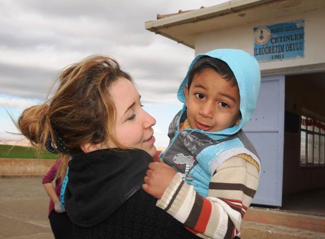 Rüya, köy okullarına renk verdi