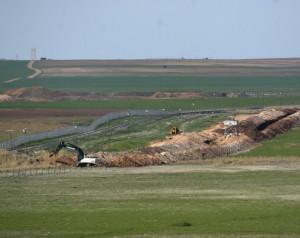 Suriye sınırında hendek çalışması
