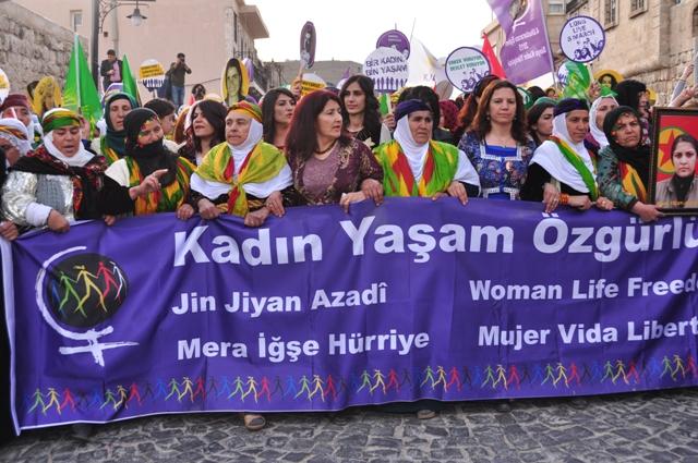 Kadınların Yürüyüşüne Yoğun Katılım