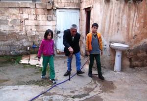 Suriyeli engelli Şahin, kendisine uzanacak yardım elini bekliyor