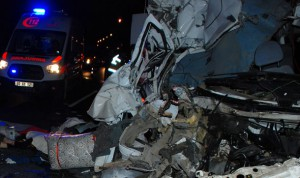 Düğün konvoyunda kaza: Gelin dahil 7 ölü