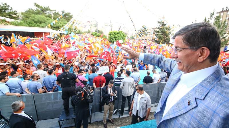 Başbakan Mardin'de coştu