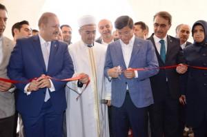 Başbakan Davutoğlu, cami açılışı yaptı