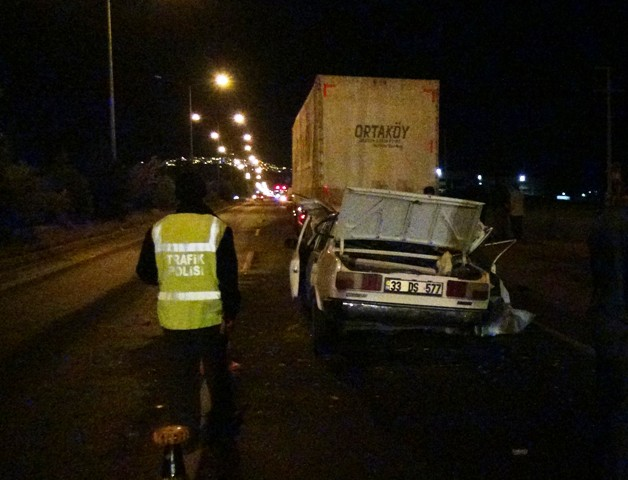 Otomobil tıra çarptı: 1 ölü