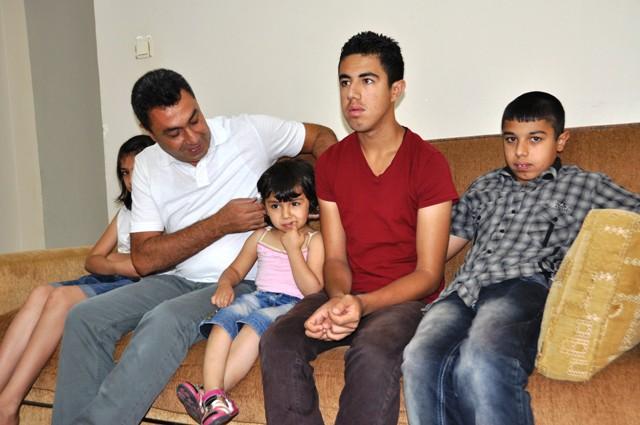 Suriyeli baba hasta çocuklarına çare arıyor