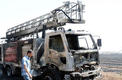 Yangına müdahale eden itfaiye aracı yandı