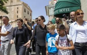 Angelina Jolie Mardin'de alışveriş yaptı