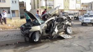 Otomobille kamyon çarpıştı: 1 ölü, 2 yaralı