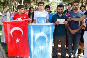 Doğu Türkistan'daki uygulamalara protesto