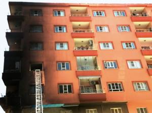 Sigara izmariti 5 evin zarar görmesine neden oldu