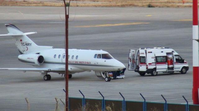 Tır sürücüsü ambulans uçakla Erzurum'a sevk edildi