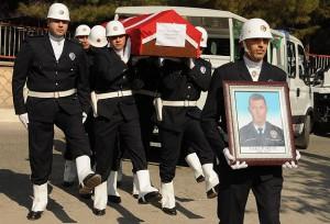 Şehit polis memuru Yakup Mete toprağa verildi