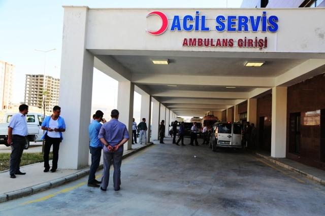Hendek kapatmak isteyen polise tuzak: 2 polis yaralı