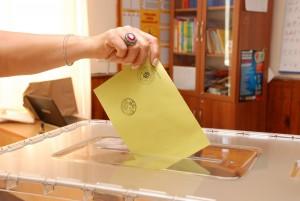 1834 sandıkta 484 bin  284 seçmen oy kullanacak