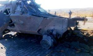 Polis aracına bombalı saldırı: Bir sivil öldü, 4 yaralı