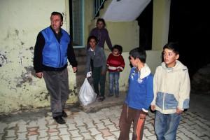 Azim-Der'den mağdur 50 aileye gıda yardımı