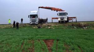 Nusaybin'de TIR yol ortasına devrildi, şoför yaralandı