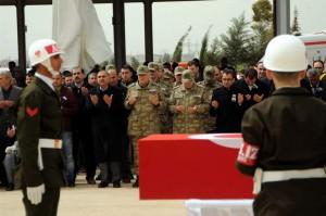 Şehit askerler için tören