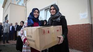Öğrencilerden Derik'teki Akranlarına Giysi Yardımı