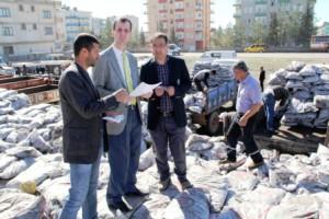 Midyat'ta kömür dağıtımı sürüyor