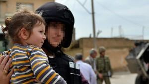 Mağdur ailelerin imdadına güvenlik güçleri yetişiyor