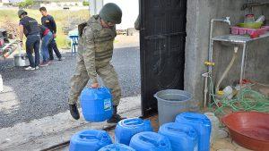Güvenlik güçleri su yardımına koştu