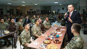 Cumhurbaşkanı Erdoğan Mardin'de askerlerle iftar yaptı
