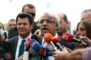 Mithat Sancar: Dokunulmazlık dilekçemizde 52 imza gerekli