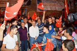 Vali Yaman Demokrasi Nöbetinde Halkın Yanında