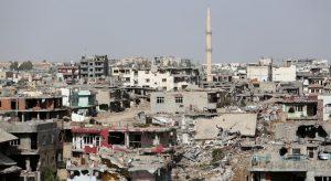 Nusaybin'de ağır hasarlı yapıların yıkımı sürüyor