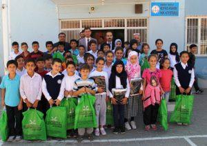 Midyat'ta 400 öğrenciye spor kıyafeti dağıtıldı