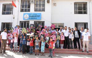İzmir esnafından Nusaybinli çocuklara çanta ve kırtasiye yardımı