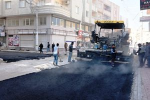 Nusaybin Belediyesi asfaltlama çalışmalarına hız verdi