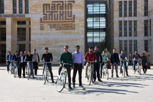 Öğrencilere bisiklet hediye edildi