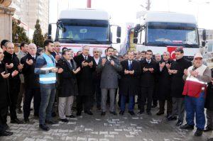 Mardin'den Haleplilere 4 tır yardım