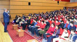 İl milli eğitim müdürü Yakup Sarı öğrencilerle buluştu