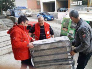 Kızılay'dan Evi Yıkılan Vatandaşa Yardım