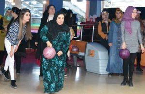 Kadınlar ilk defa bowling oynadılar