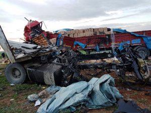 Nusaybin'de iki tır çarpıştı: 2 ölü
