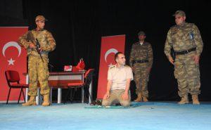 """Mardin'de """"15 Temmuz Engelsiz  Kahramanlar"""" oyunu sahnelendi"""
