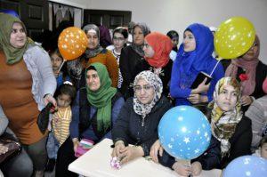 """Suriyeli kadınlara  """"Anneler Günü"""" etkinliği"""