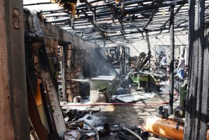 Marangoz atölyesinde yangın paniğe neden oldu