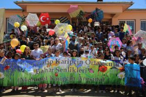 Çocuklar Arpatepe Şenliğinde Doyasıya Eğendi