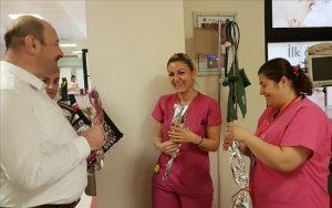 Hemşirelere moral ziyareti