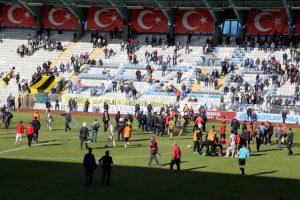 Mardin 47 ile Arsinspor maçı çıkan olaylar nedeniyle tatil edildi