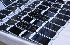 Ömerli'de kaçak cep telefonu operasyonu