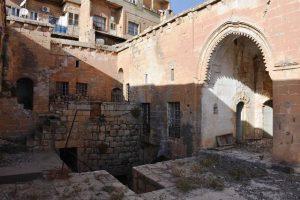 Tarihi binada yıkılma tehlikesi