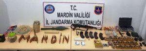 PKK'lı teröristlere ait 2 sığınakta silah ve mühimmat bulundu