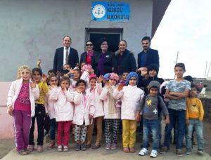 İzmir'den Derik Köy Okullarına  Giyim ve Kırtasiye Yardımı