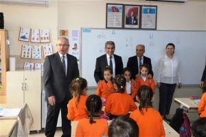 Vali Yaman'dan okul ziyareti